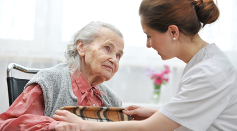 Как помочь пожилому человеку справиться с болезнями и одиночеством?