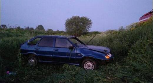 В Кирово-Чепецком районе авто улетело в кювет и перевернулось