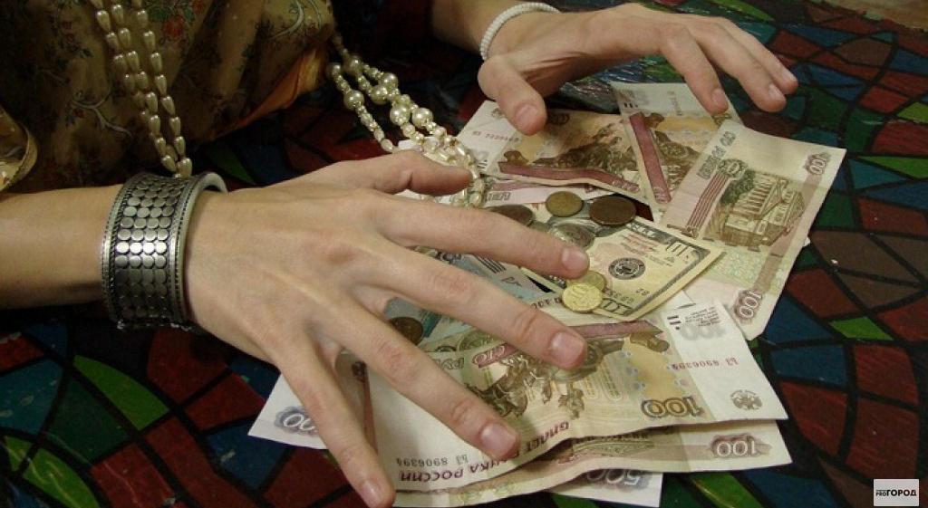 В Чепецке цыганка украла из квартиры деньги и духи, пока хозяин спал в соседней комнате