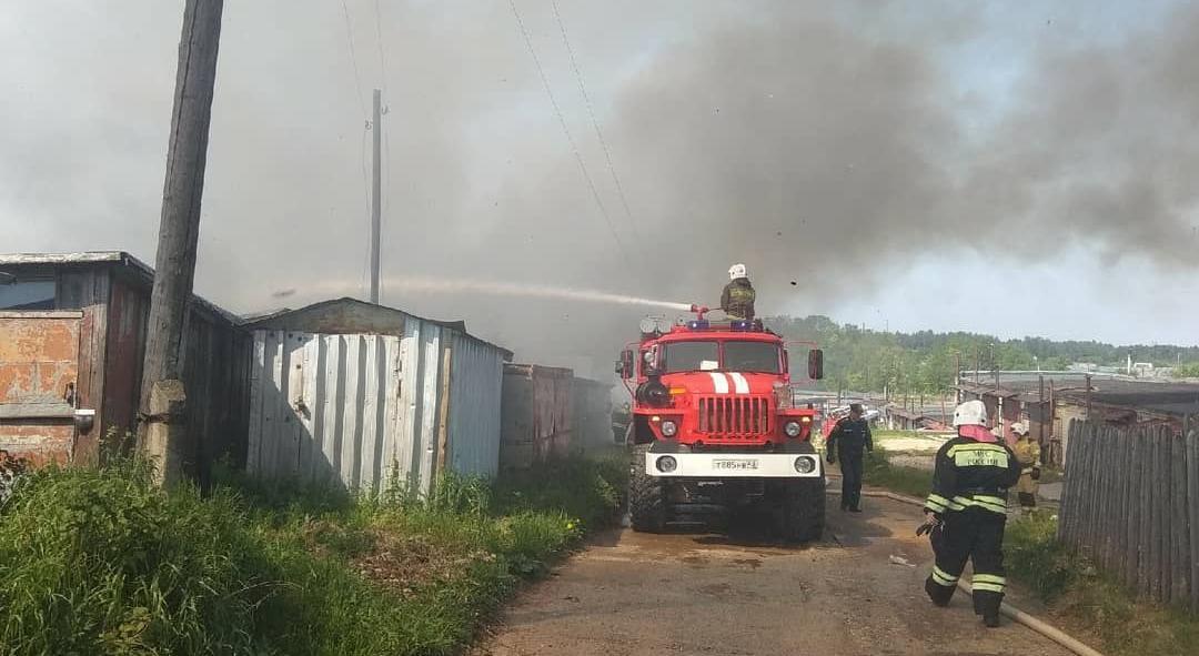 Сгорели дом, баня и сарай: стали известны подробности утреннего пожара в Кирово-Чепецке