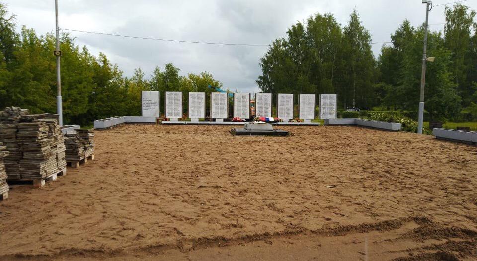 Фото: в Чепецке идет глобальное обновление Вечного огня и Аллеи Славы