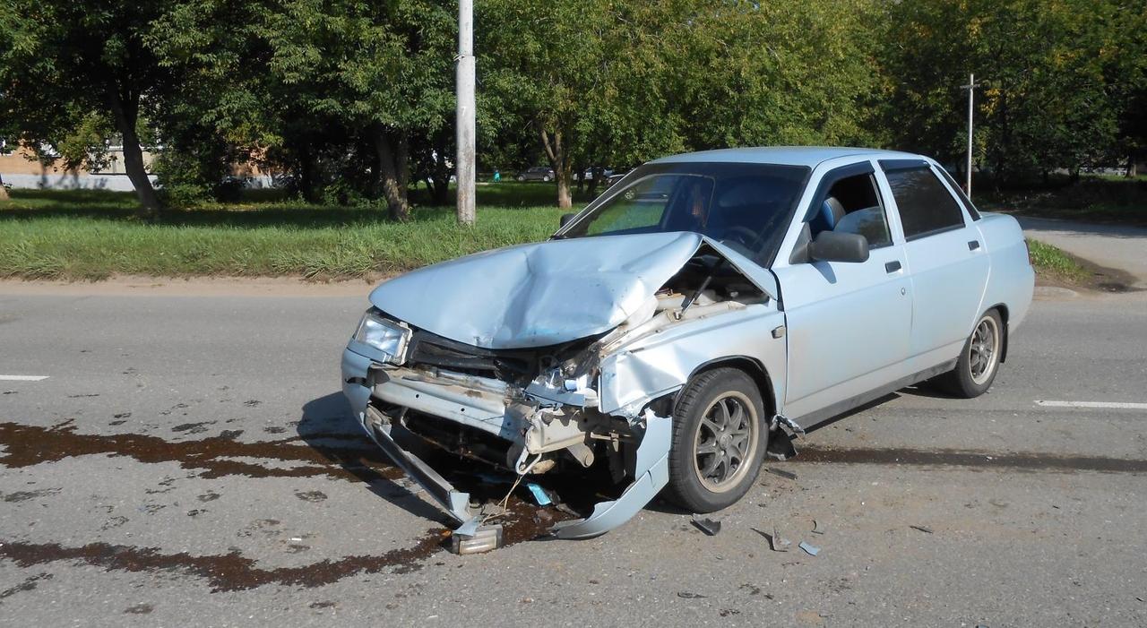 Утром в Кирово-Чепецке водитель иномарки не пропустил «десятку»