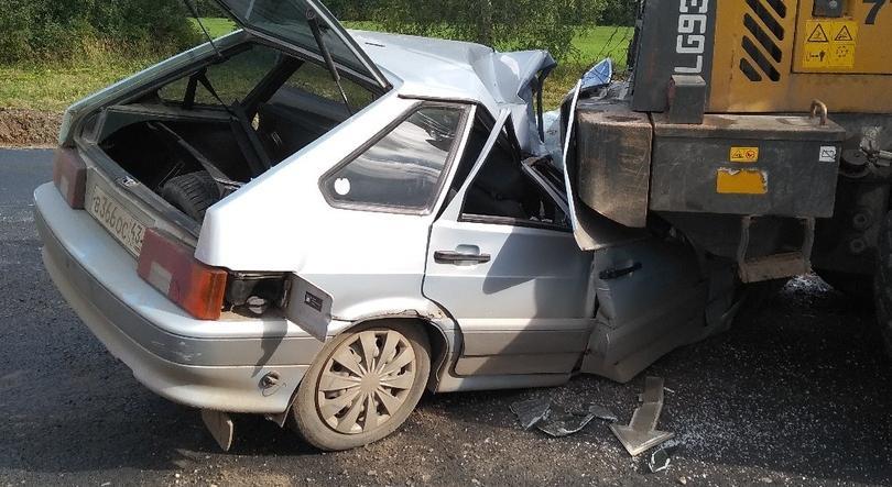 В Кировской области ВАЗ врезался в трактор, водитель погиб