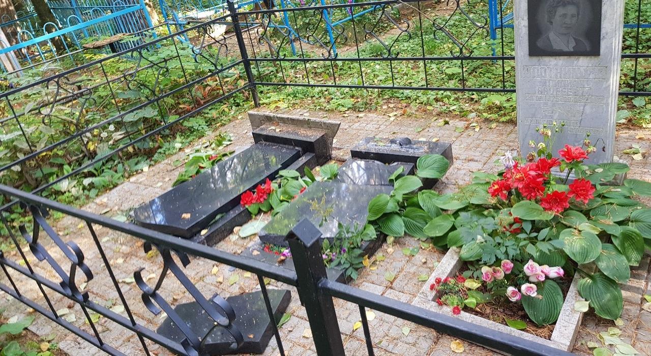 Неизвестные надругались над 15 могилами в Кирово-Чепецком районе