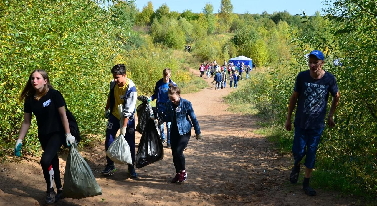 Чепчане собрали 2 тонны мусора вдоль реки Чепца