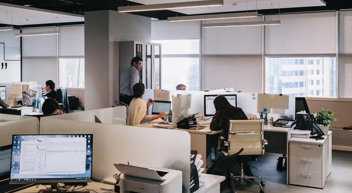 В НИИ медицины труда рассказали о негативных последствиях работы в офисе
