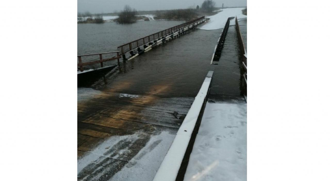Фото дня: мост на Каринторф ушел под воду