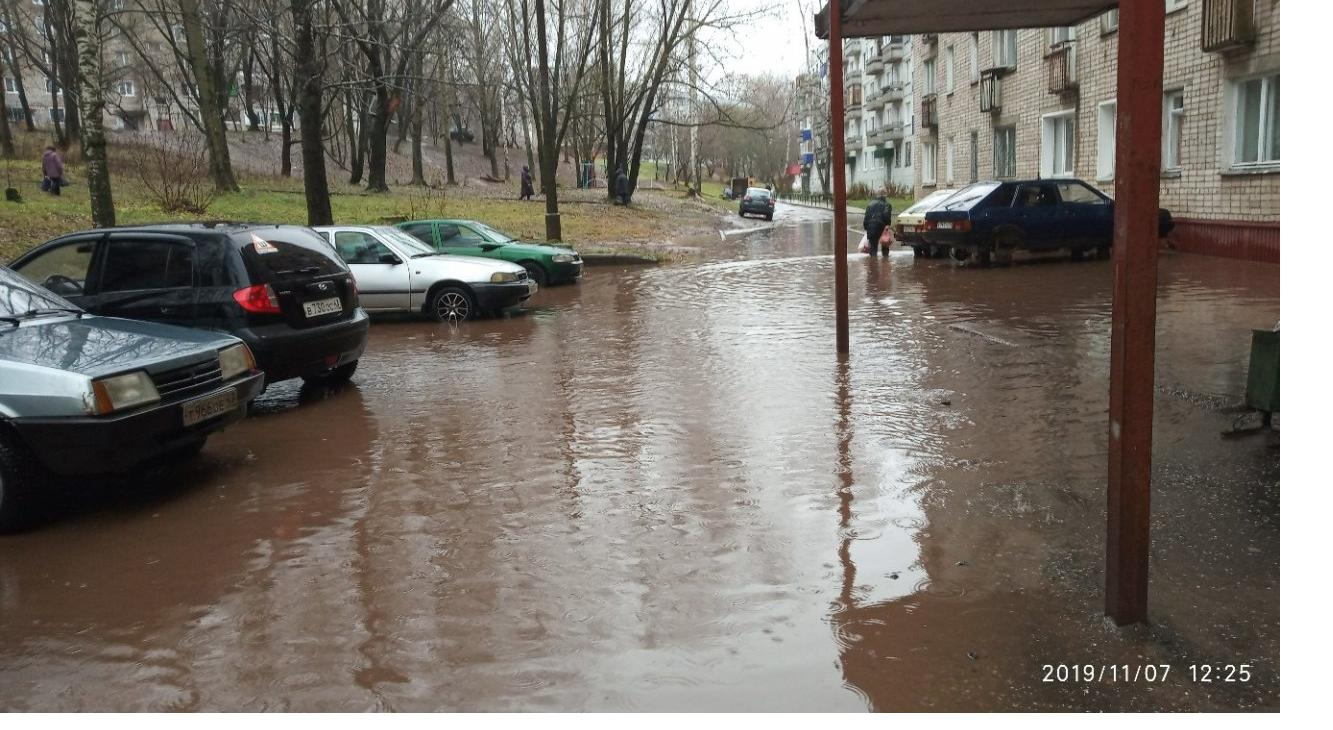 Воды по колено: в Кирово-Чепецке затопило двор
