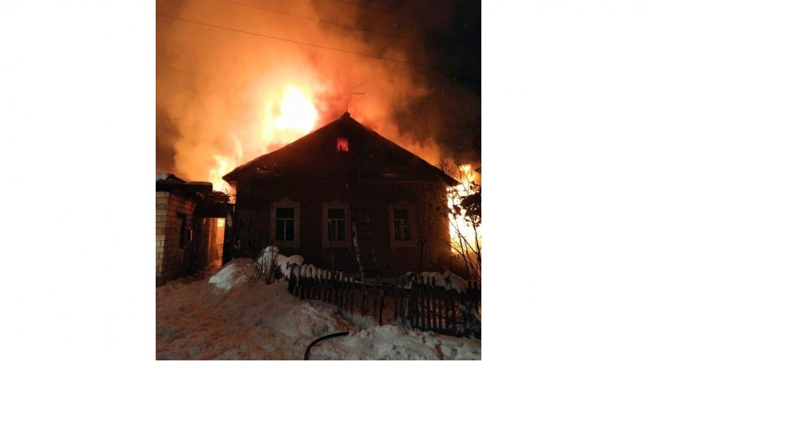 В Кирово-Чепецке сгорел жилой дом: на месте нашли тела двух человек