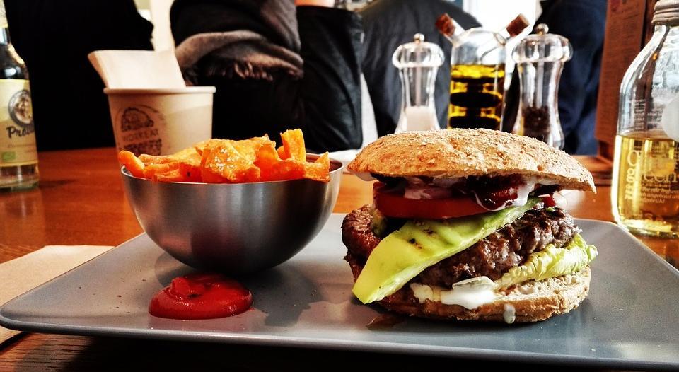 В Роспотребнадзоре рассказали, из-за какой еды могут возникнуть диабет и рак молочной железы