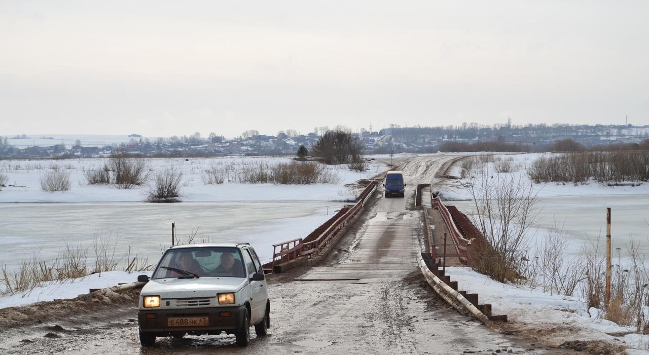 Известно, когда закроют движение по наплавному мосту в микрорайон Каринторф