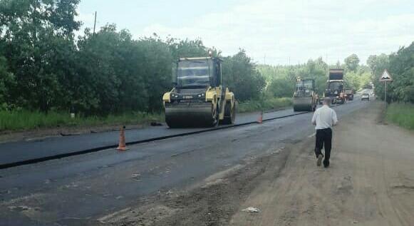 Фото дня: на дороге на Просницу начали укладывать новый асфальт