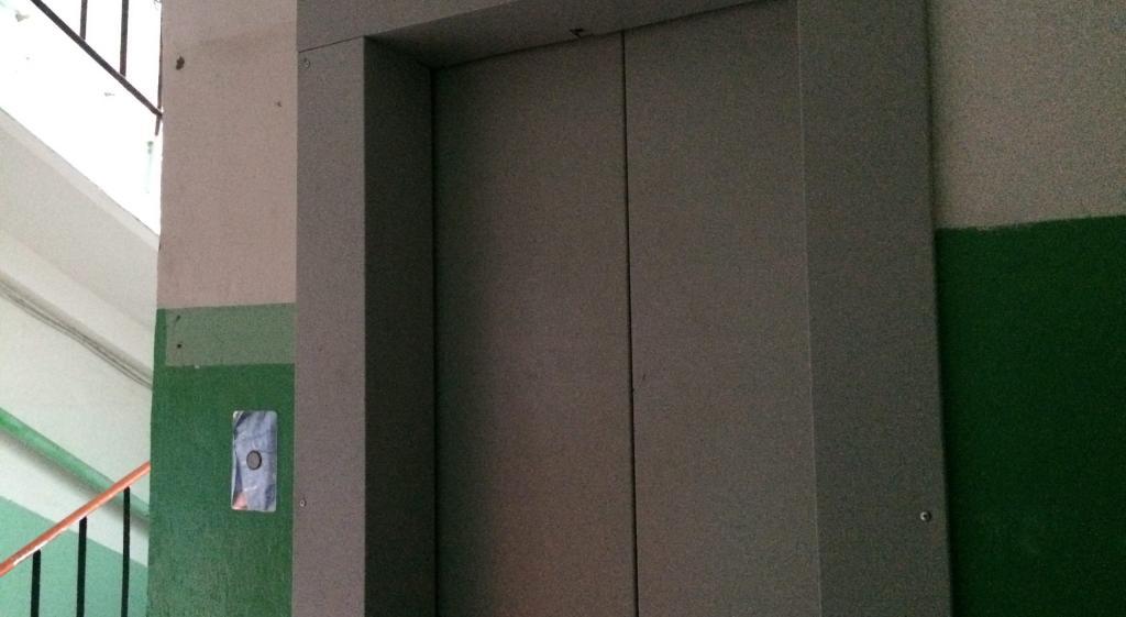 Легче жить не стало: в доме на Сосновой, 26 до сих пор не включили лифт