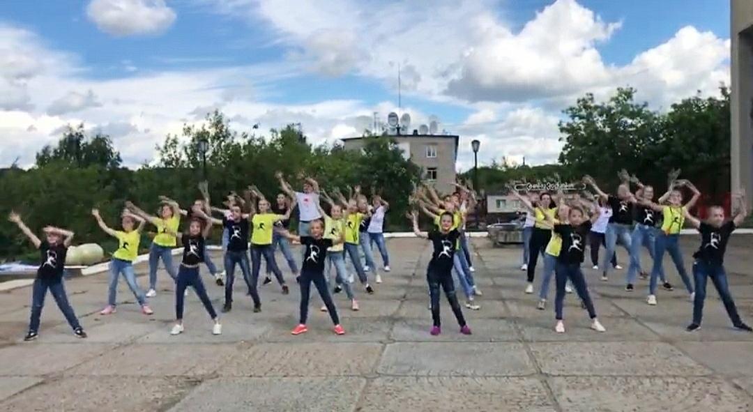 фото день физкультурника танцы проходит лечение помощью