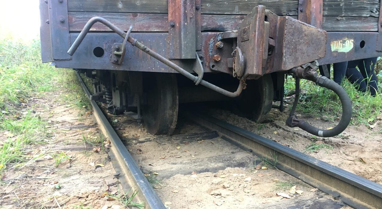 В Кирово-Чепецке сошел с рельсов вагон поезда с туристами