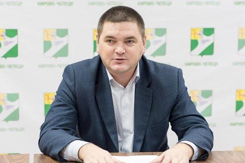 Ремонт дорог и переезд в ХМАО: глава Чепецка ответил на вопросы жителей в прямом эфире