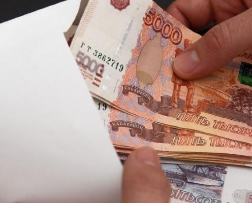 В Чепецке бывшего сотрудника администрации будут судить за взятки и служебные подлоги
