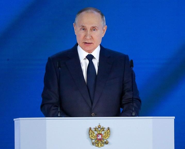 Владимир Путин объявил о выплатах 10 тысяч рублей семьям с детьми-школьниками