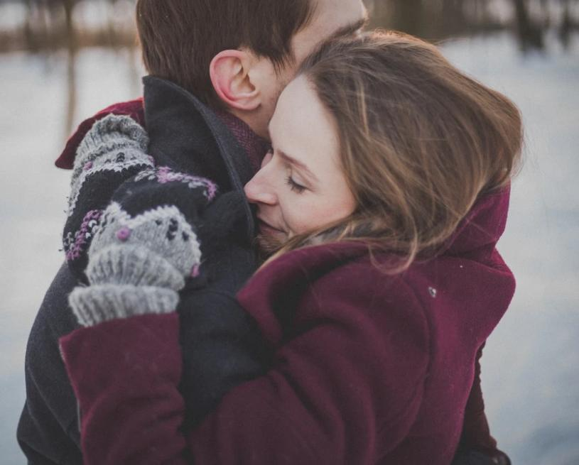 Астрологи назвали три знака, которых ждут перемены в любви на выходных