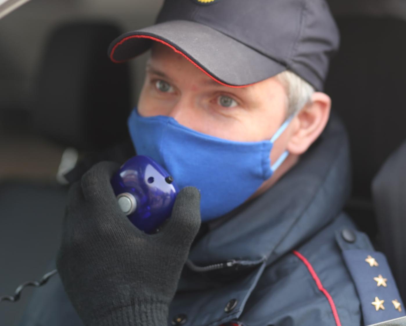 В Кирово-Чепецком районе три наряда ГИБДД с оружием ловили гонщика-нарушителя ПДД