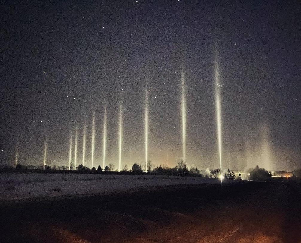 Житель Кирово-Чепецка сфотографировал яркий световой лес