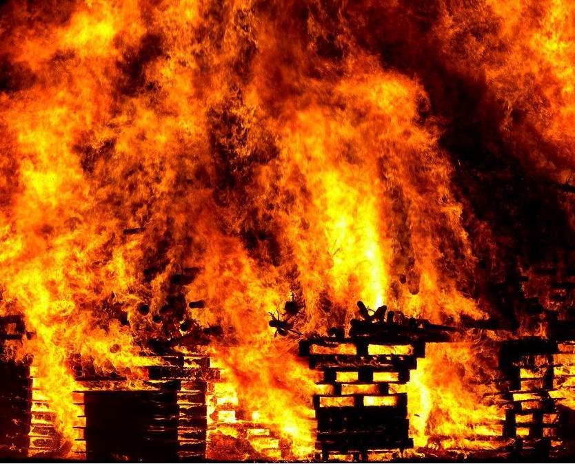 В Кирово-Чепецке произошел пожар в гаражном боксе