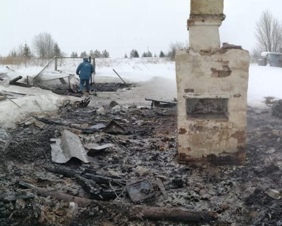 Утром в Чепецком районе произошел пожар: на месте найдены останки мужчины