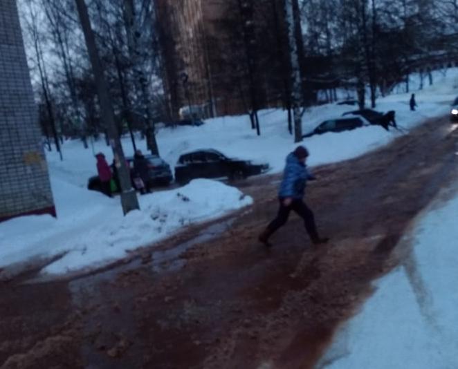 В Кирово-Чепецке прорвало водопровод: отключено водоснабжение и перекрыта дорога