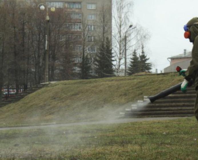 В Кирово-Чепецке идет обработка территорий от клещей