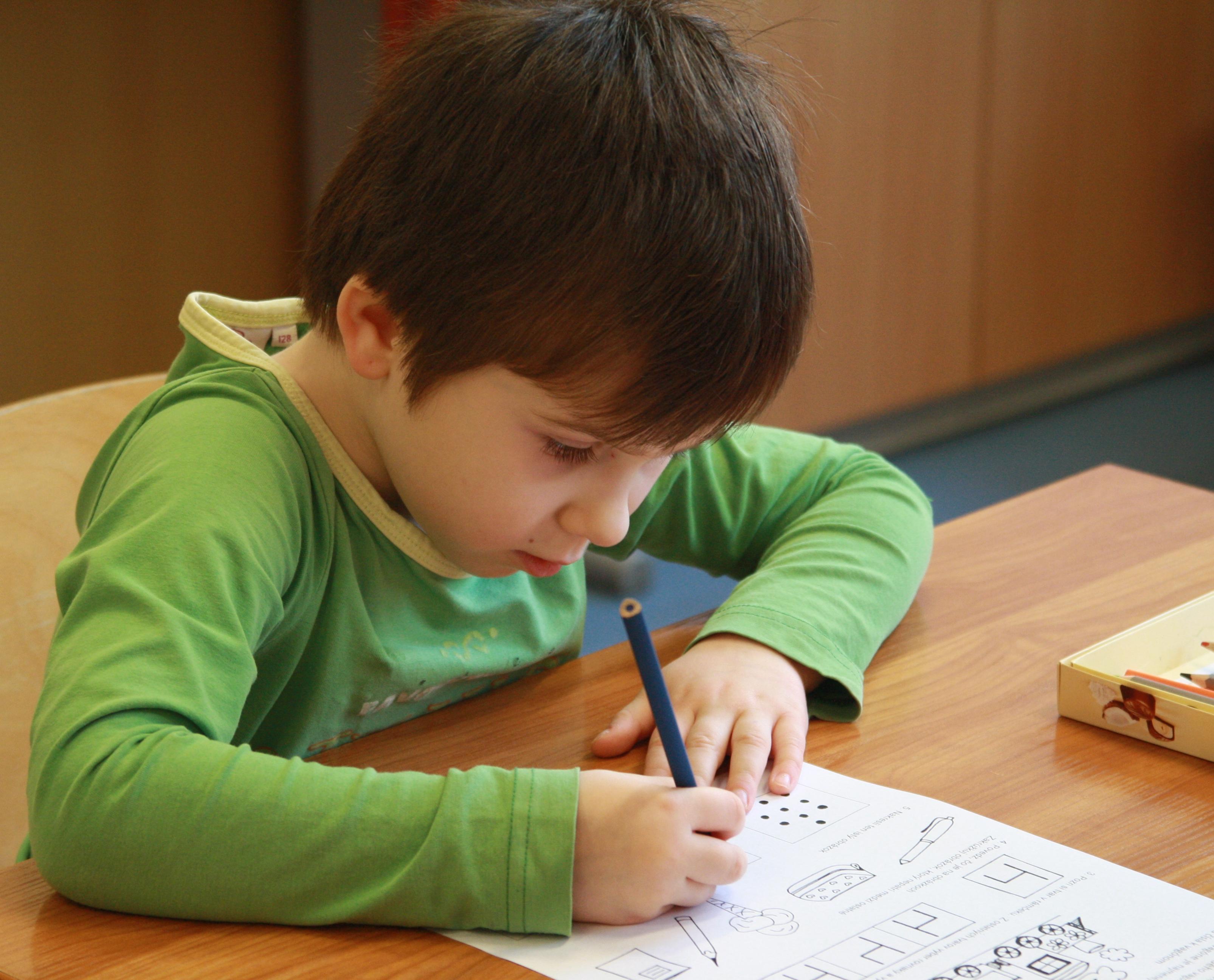 В Кирове обнаружили семью, где 9-летний мальчик ни разу не ходил в школу