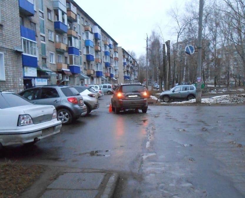 В Чепецке 12-летний мальчик выбежал под колеса иномарки