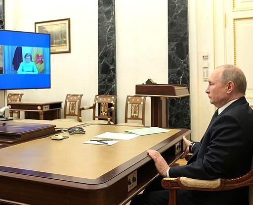 Владимир Путин объявил о выходных с 1 по 11 мая включительно