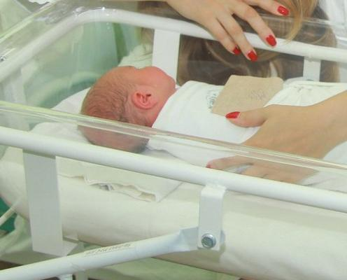 Сотрудники ЗАГСа назвали редкие и популярные имена новорожденных в Кировской области