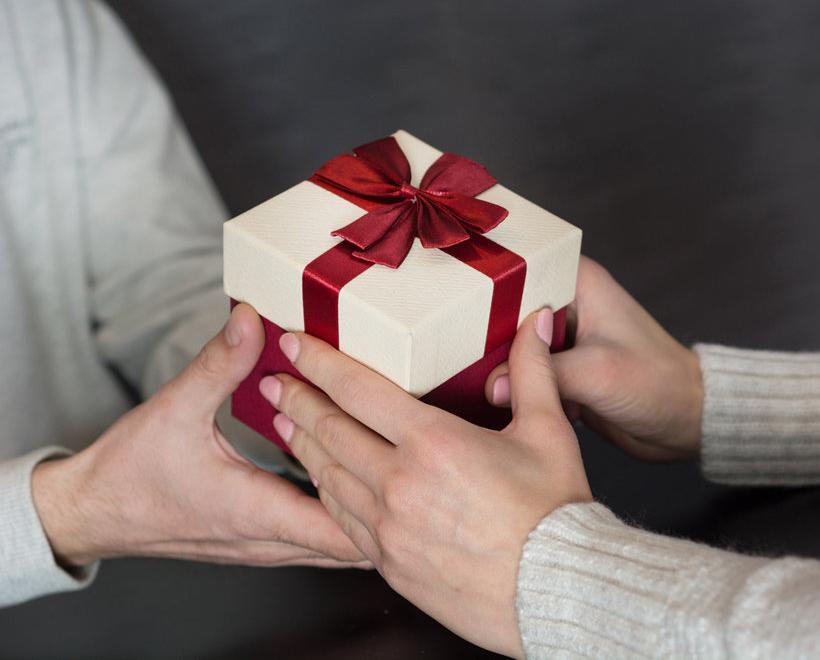 10 вещей, которые нельзя дарить родным и близким