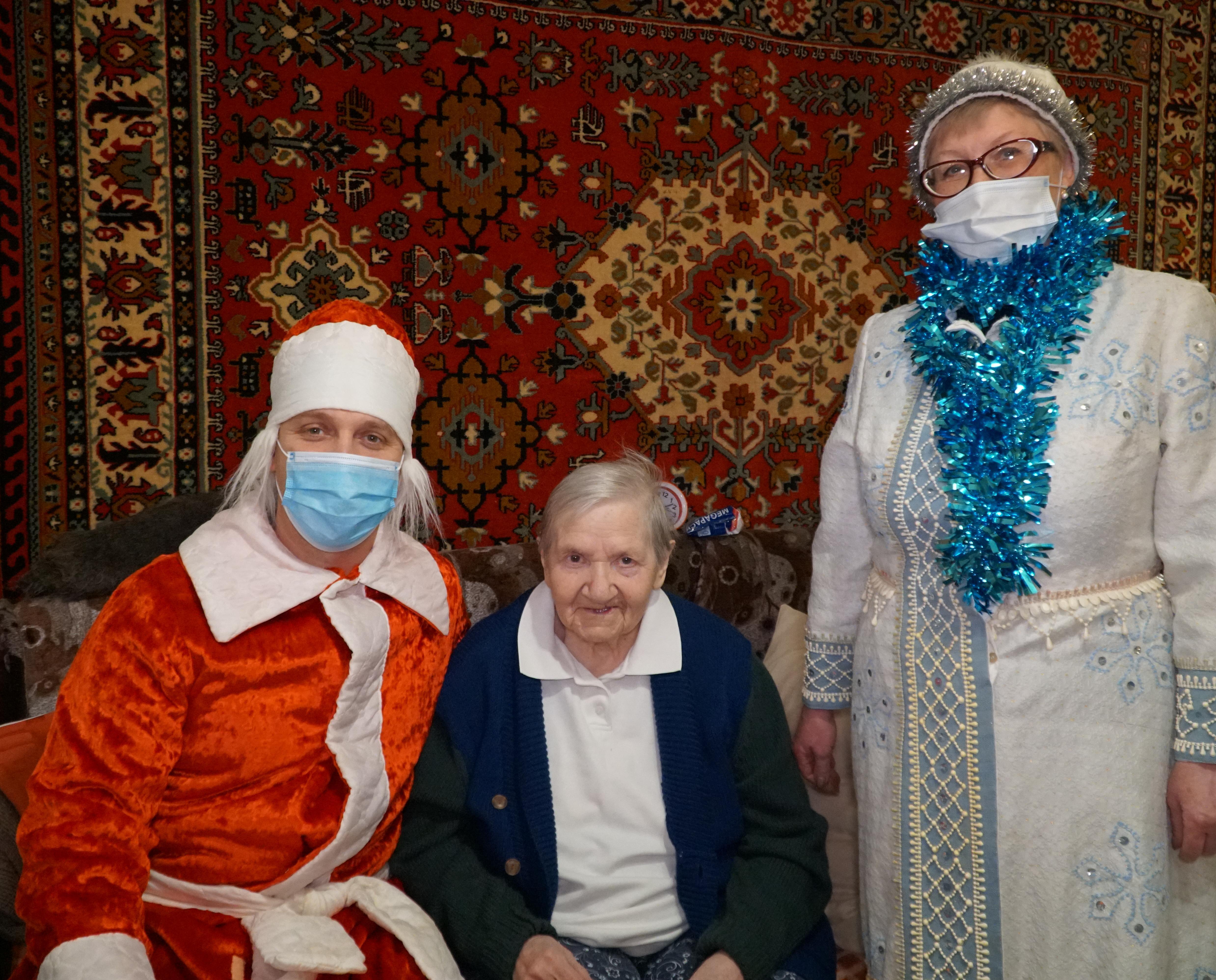 «УРАЛХИМ» поздравил ветеранов войны с новогодними праздниками