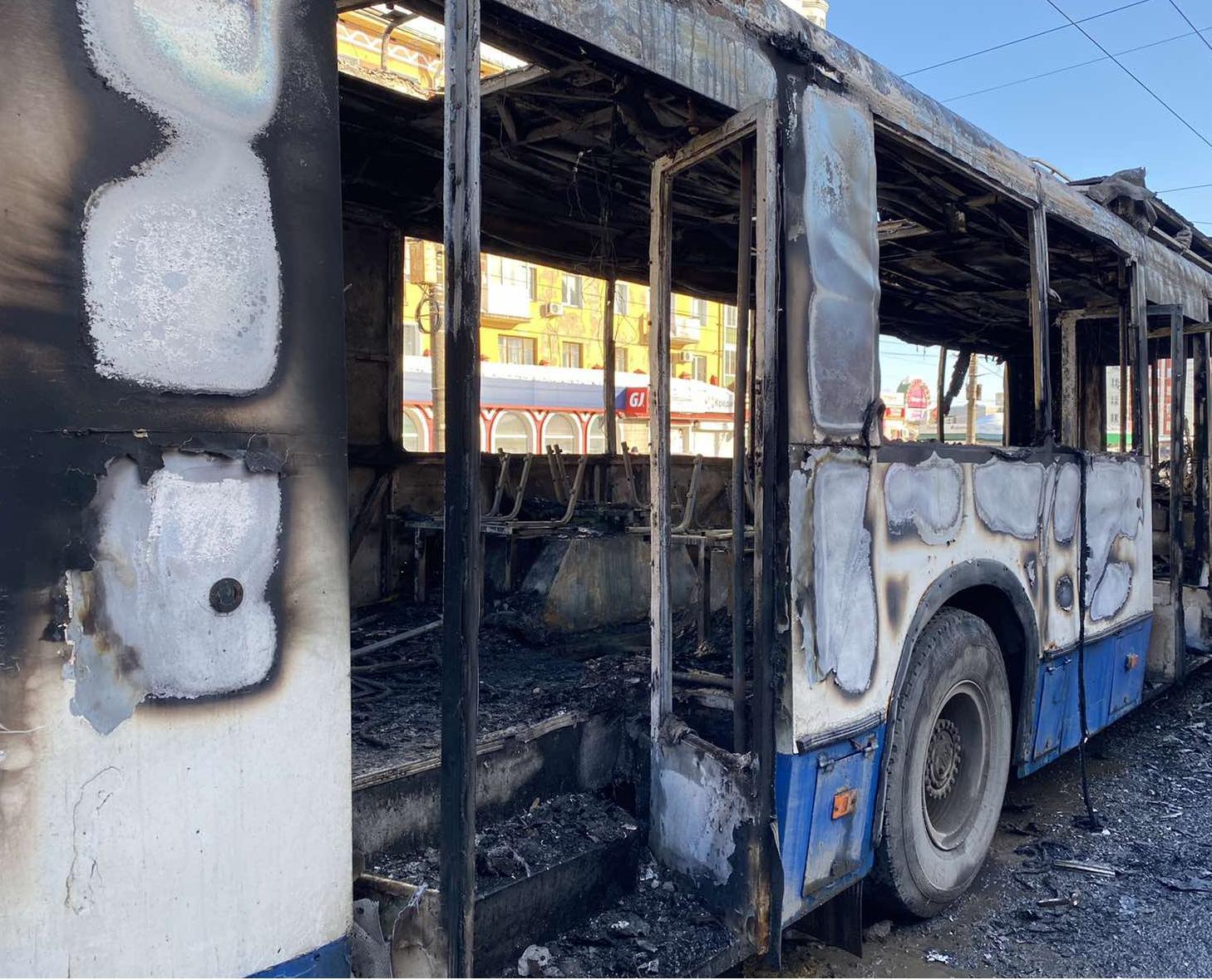 Благодаря кондуктору и водителю в загоревшемся троллейбусе никто не пострадал