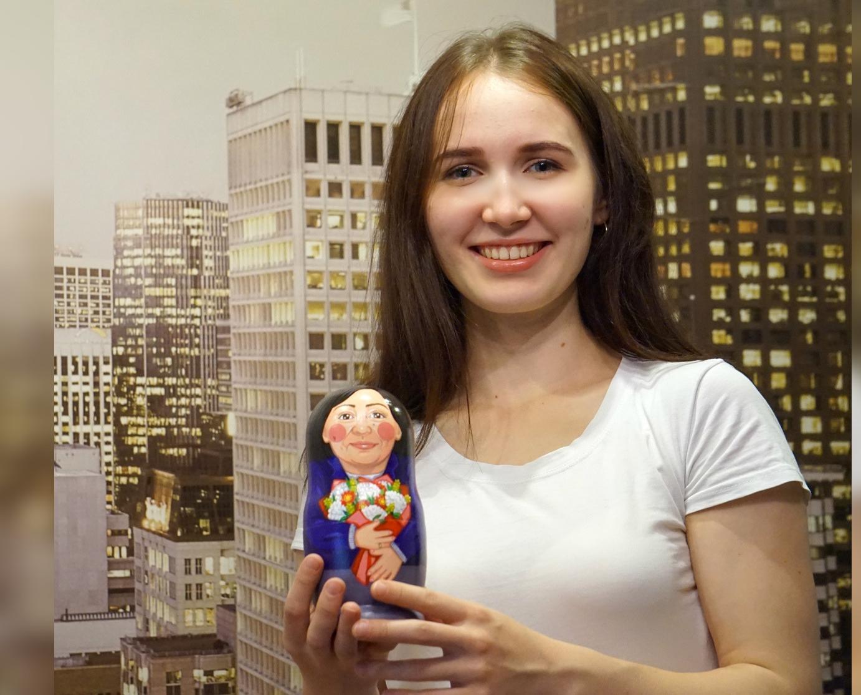 «Заказы делали даже через окно»: художница из Кирово-Чепецка создает уникальных матрешек