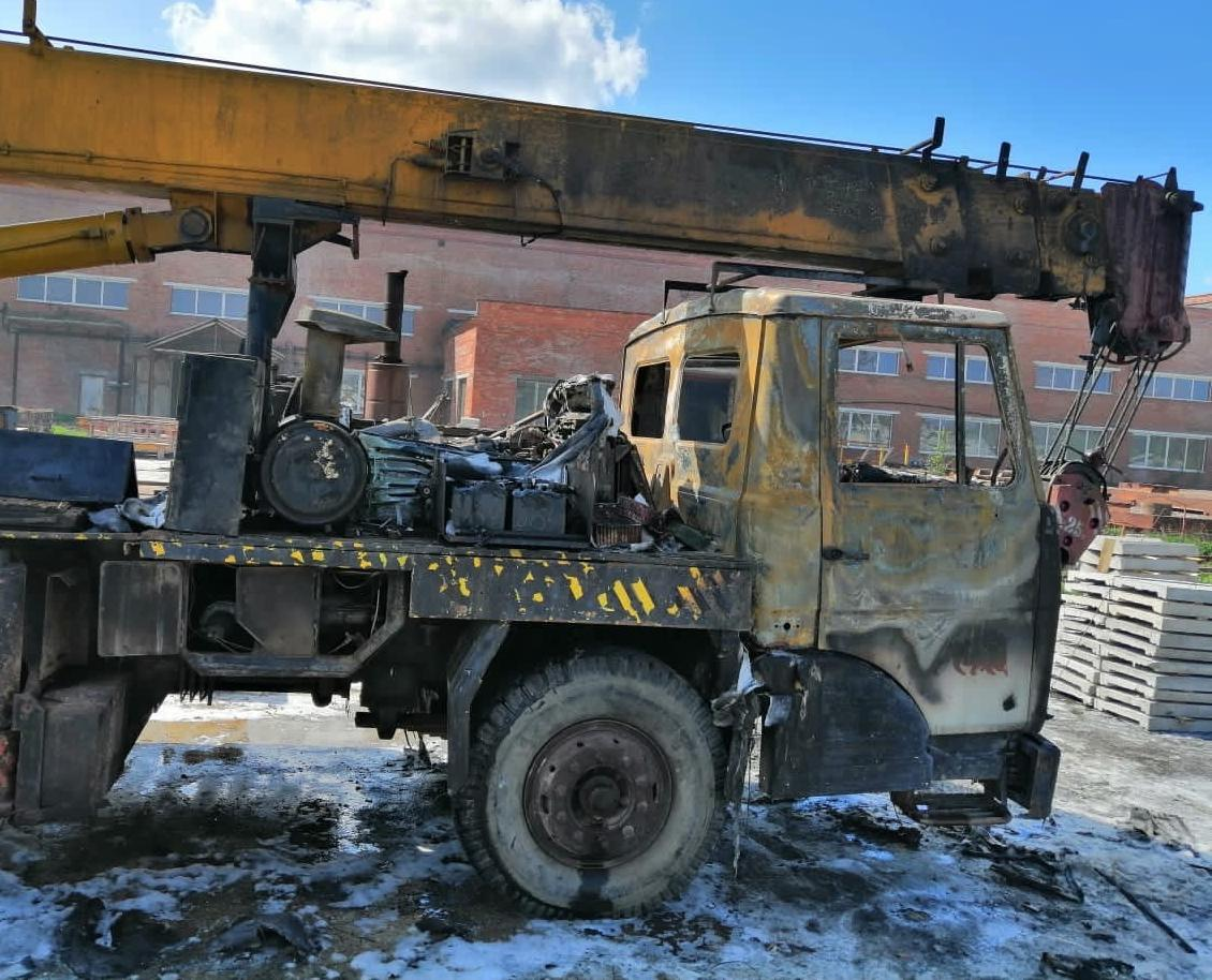 В Кирово-Чепецке вспыхнул автокран: спасатели назвали причину пожара