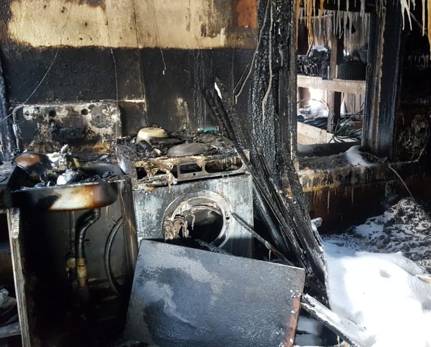 Семья с пятью детьми из Кирово-Чепецкого района после пожара живет без воды и света