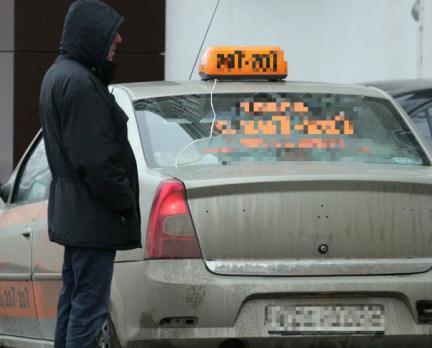 """""""Пассажиры относятся к водителям пренебрежительно"""": кто виноват в нападении на таксиста"""