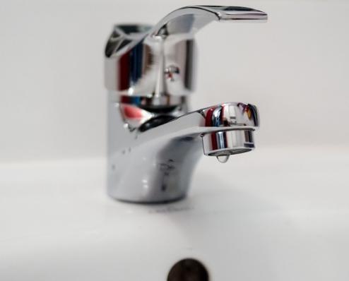 Без воды остались около 2,5 тысячи жителей: в Чепецке произошла авария на водопроводе