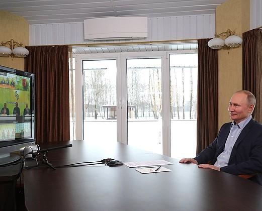 Владимир Путин заявил о скором снятии коронавирусных ограничений
