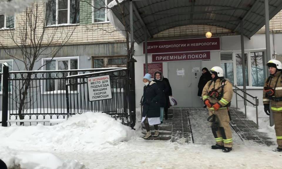 Не учебная тревога: в Кирове эвакуировали несколько больниц, ТЦ, администрацию и правительство