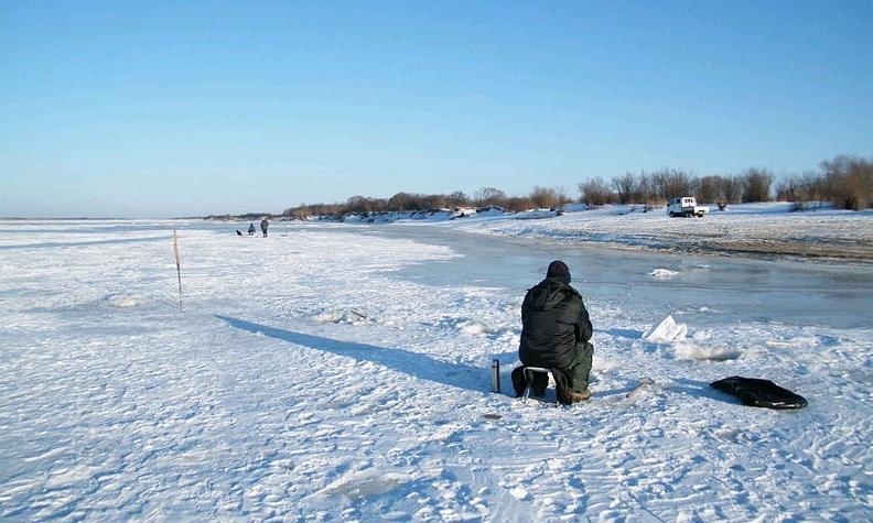 На морозе даже ватник не спасает: дельные советы рыбакам