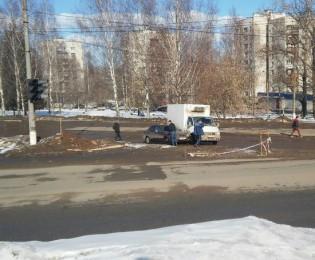 В центре Кирово-Чепецка столкнулись ГАЗель и иномарка