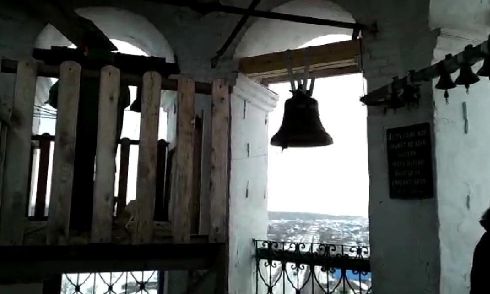 Видео: первый звон колокола в Кстинино, установленного в память о погибшей девочке