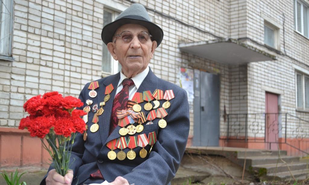 """106-летний ветеран: """"Я после блокады Ленинграда все ем - вот и весь секрет долголетия"""""""