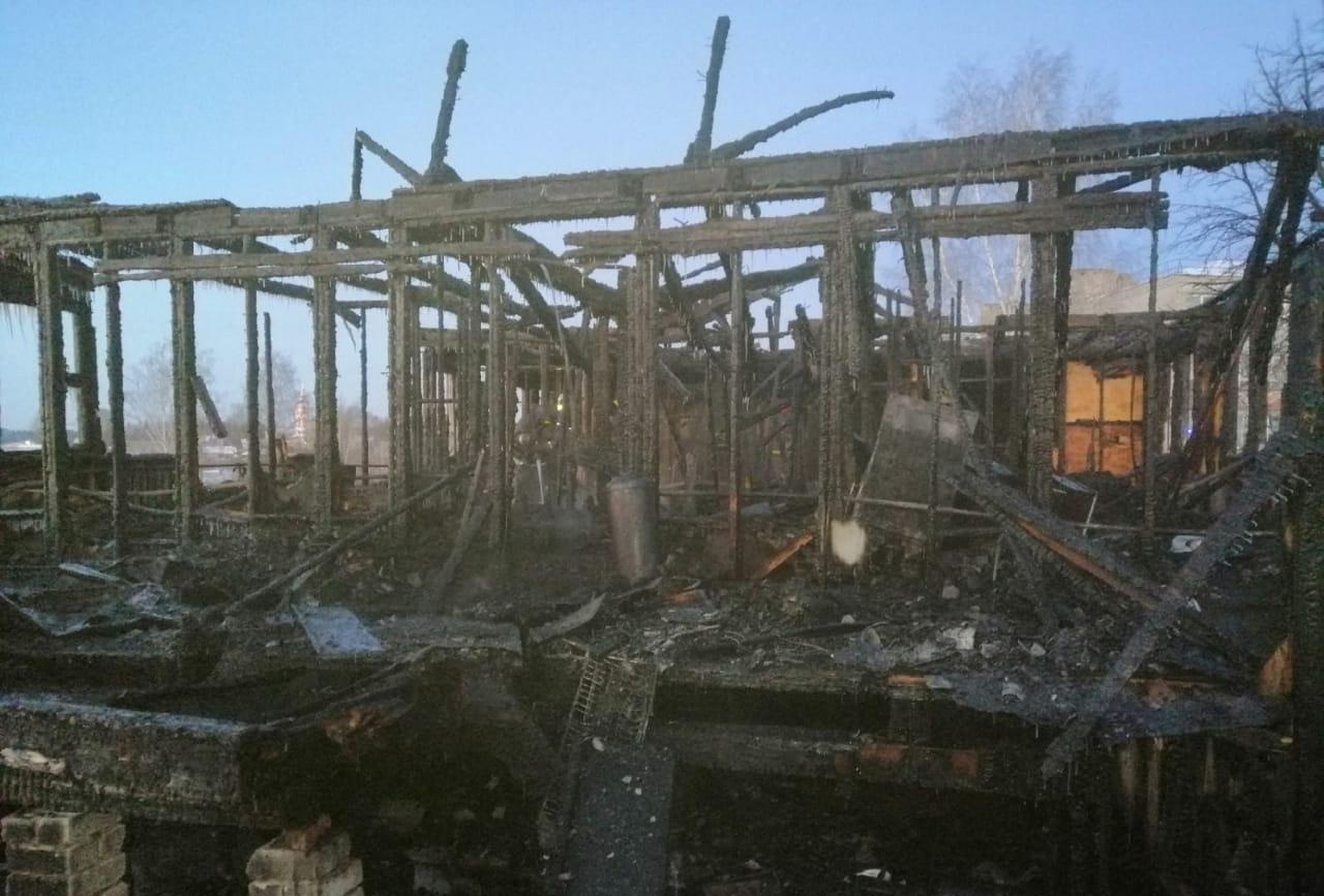 Утром в Кирово-Чепецком районе полностью сгорел двухквартирный дом