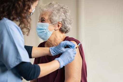 Врач-инфекционист рассказал, какой у россиян уровень иммунитета к COVID-19