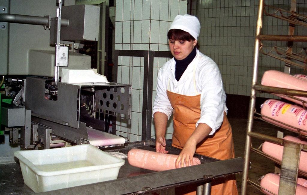 """""""Проработала 10 лет"""": чепчанка рассказала, что белорусы добавляют в свою колбасу"""